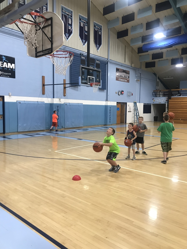 Kids shooting free throws